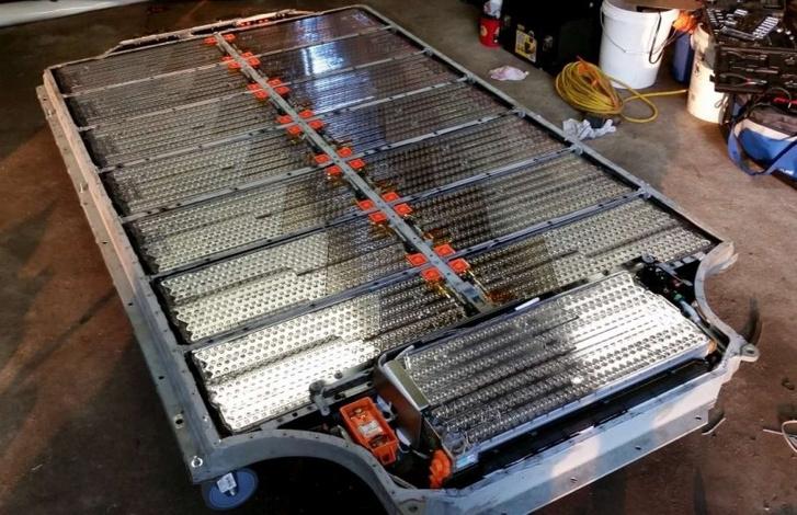 A Tesla felszív minden lítium-akkumulátort