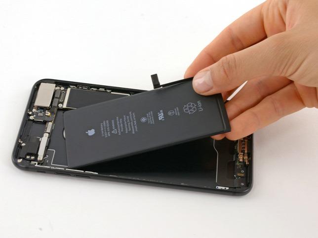 Drágább lesz az akkumulátorcsere az iPhone-okban