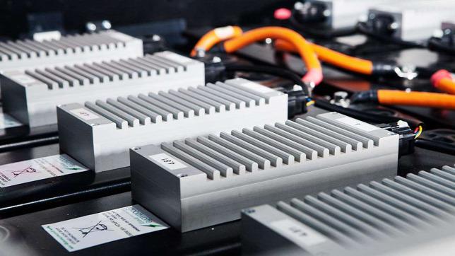 Végre itt az áttörés: már gyártják az akkumulátorok új generációját