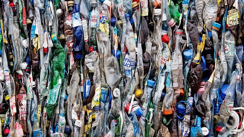 Itt a megoldás: akkumulátor-anód lesz a hulladék műanyagból